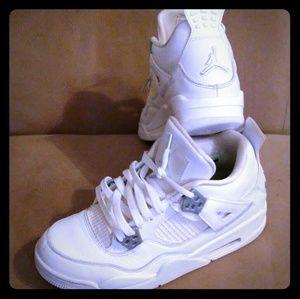 Air Jordans 4 retro size 6Y